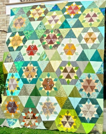 Sunflower Lattice as a completed quilt top. I decided against borders and I'll be going with an all-over pattern to quilt this one.